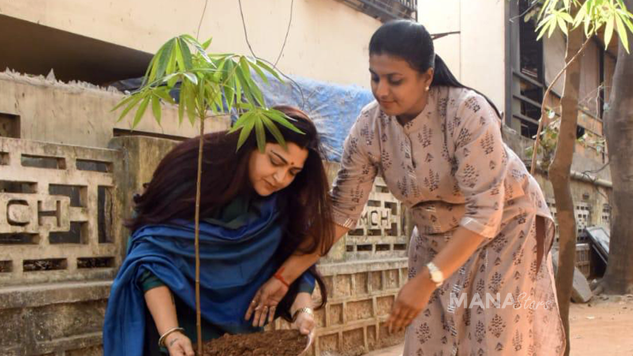 Photo of Roja and Khushboo Participates In Green India Challenge