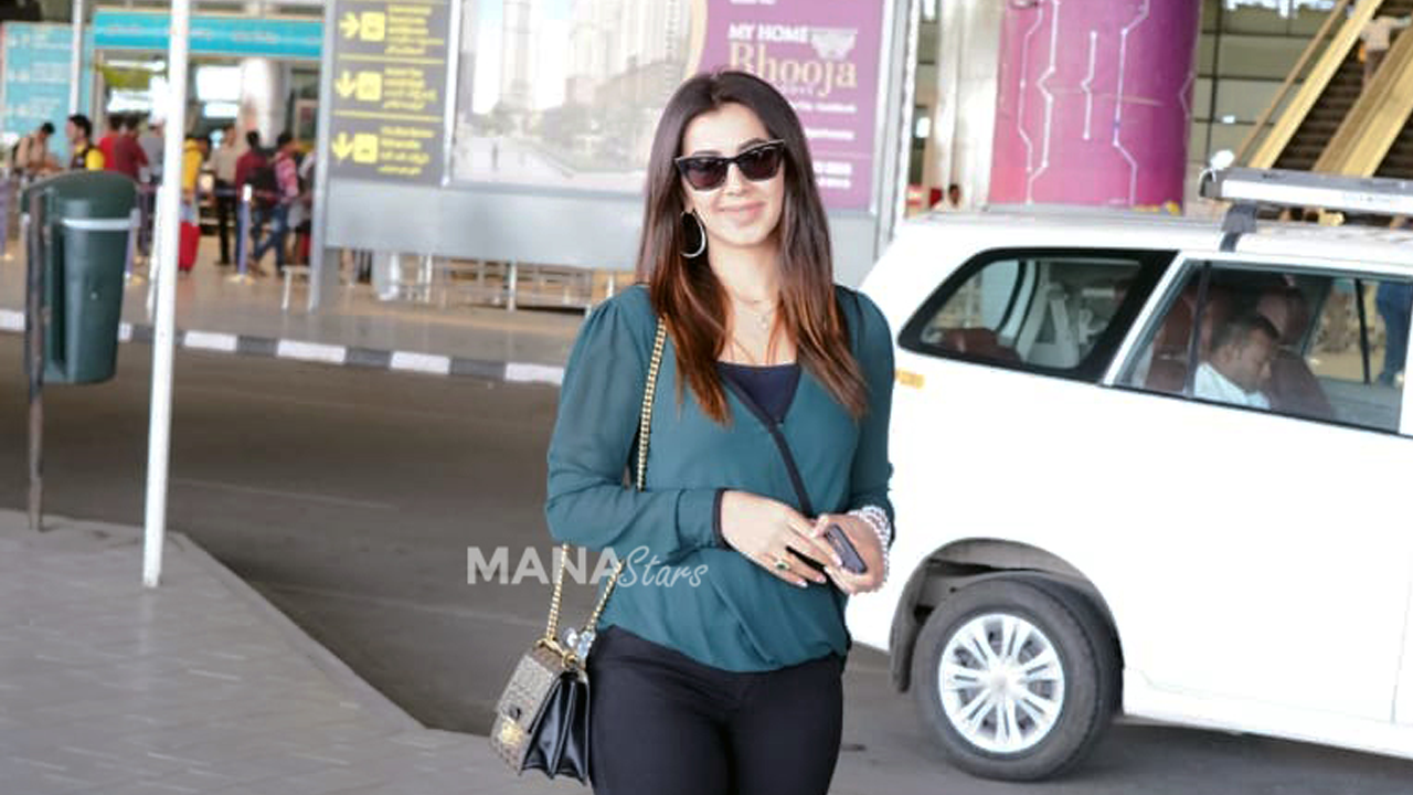 Photo of Nikki Galrani Photos at Airport