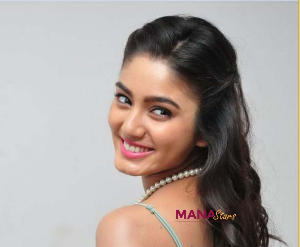 Photo of Sana MaKbul Photos