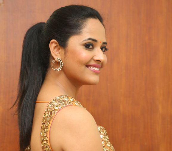 Photo of Anasuya stunning saree pics