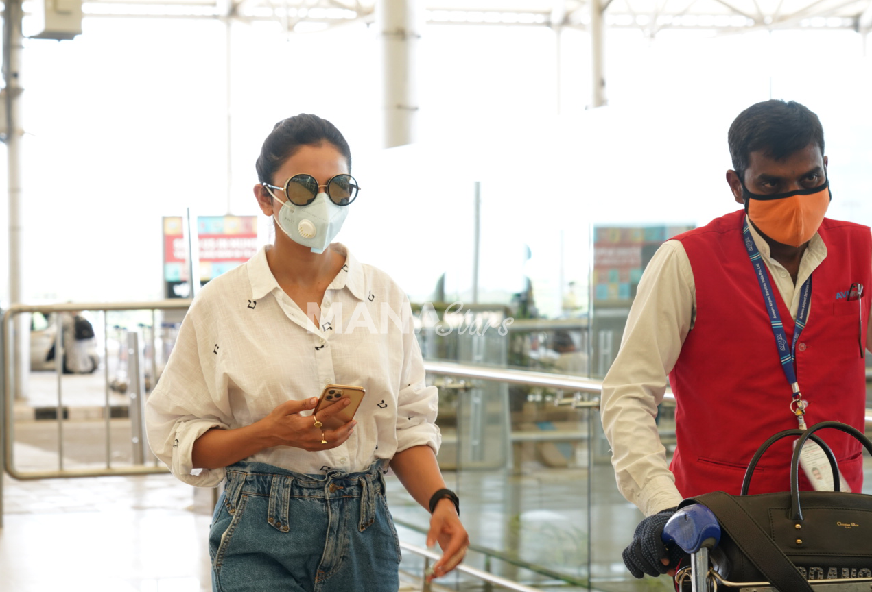 Photo of Actress Rakul  Spotted At Hyderabad Airport