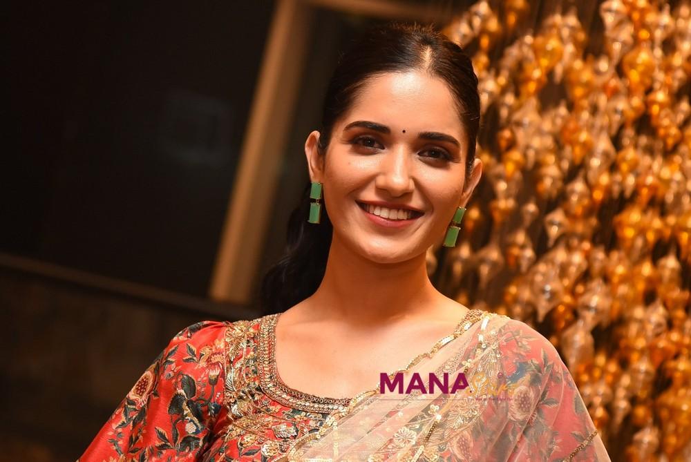 Ruhani Sharma looks Elegant