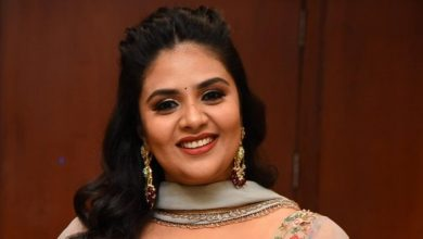 Photo of Anchor Sreemukhi dressed in style