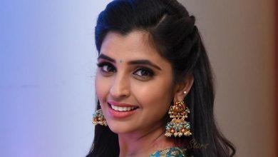 Photo of Anchor Syamala looks Homely in saree